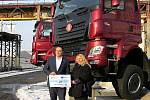 Slavnostní předání symbolického šeku v hodnotě téměř 80 milionů korun na rekonstrukci Slovenské strely