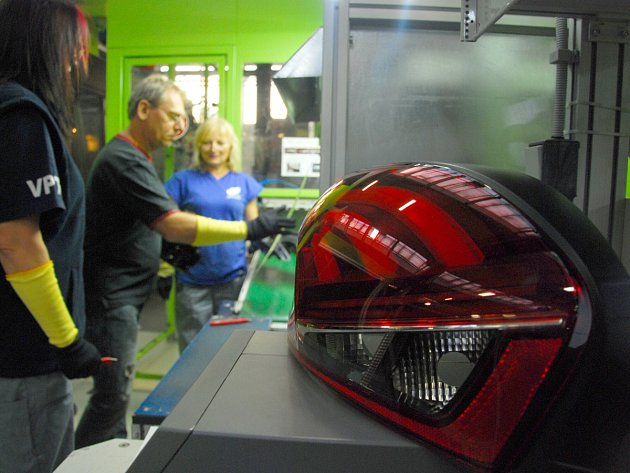 Společnost Varroc Lighting se specializuje na výrobu světel do osobních vozidel.