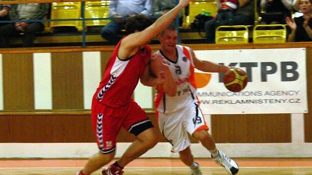 Basketbalisté Nového Jičína se až překvapivě trápili při utkání s Brnem.