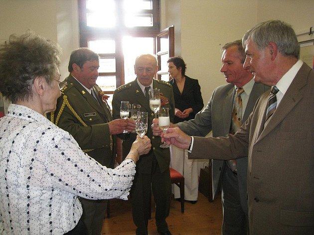 Zástupci obce legionářské i bojovníků za svobodu pokřtili společně se starostou Fulneku a autory medailonků tuto jedinečnou publikaci na vernisáži stejnojmenné výstavy.