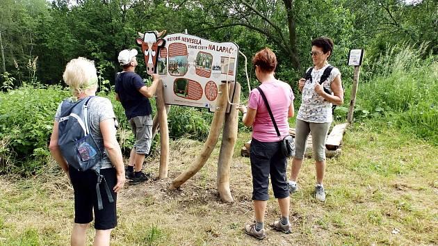 Jedno ze zastavení na Volské stezce je v místě zaniklé osady.