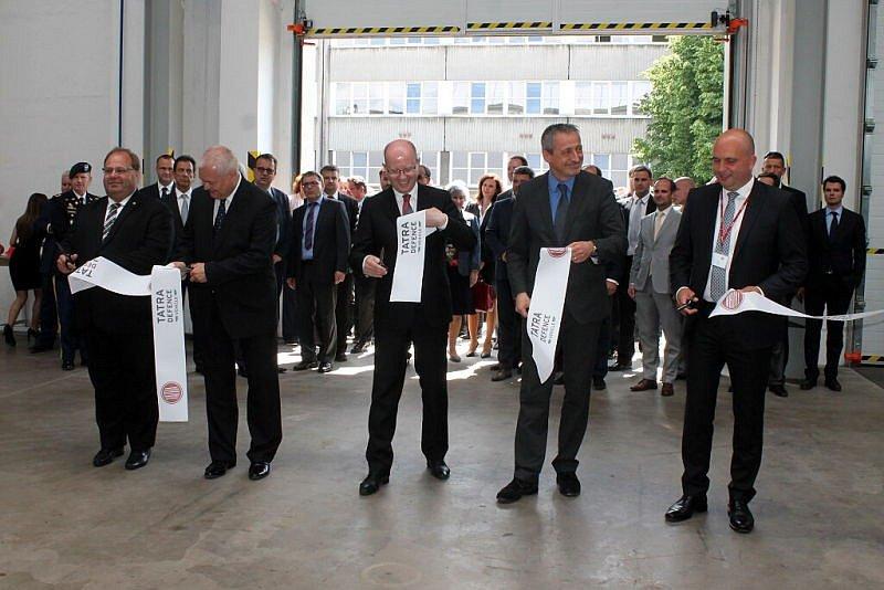 Dva podniky na Novojičínsku navštívilo v úterý několik členů Vlády České republiky. Premiér Bohuslav Sobotka pak v podvečer zavítal i na Masarykovo náměstí v Novém Jičíně.