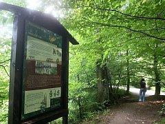 Informační tabule zpestřují výlety do lesů po celé republice.