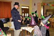 Děti si ples plný čar a kouzel pořádně užily.