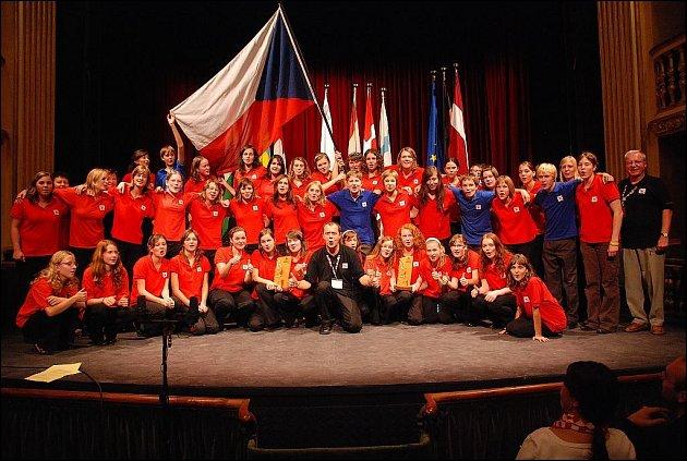 Novojičínský pěvecký sbor Ondrášek se vrátil ze šestnáctidenního turné po Maltě hned se dvěma cennými trofejemi ze dvou kategorií, duchovní a folk.