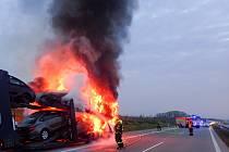 Ranní požár polského kamionu na D1.