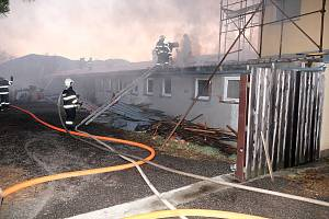U požáru dílny v Trojanovicích zasahovalo šest hasičských jednotek. Foto: HZS MSK