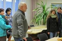 Ve středu odpoledne si mohli lidé prohlédnout obecní úřad ve Velkých Albrechticích poprvé po rozsáhlé rekonstrukci.