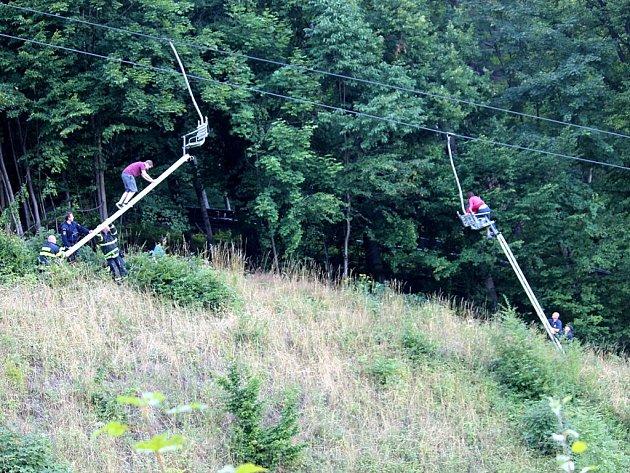 Záchrana lidí z lanovky ve Frenštátě pod Radhoštěm.
