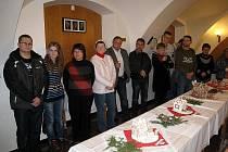 Výstavy perníkových chaloupek ve Fulneku se zúčastnila také početná výprava z terapeutického centra v polském Rybniku.