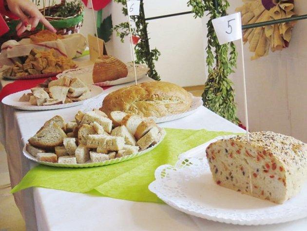 Chleby nejrůznějších velikostí, tvarů a chutí se ovíkendu ochutnávaly na bíloveckém zámku.