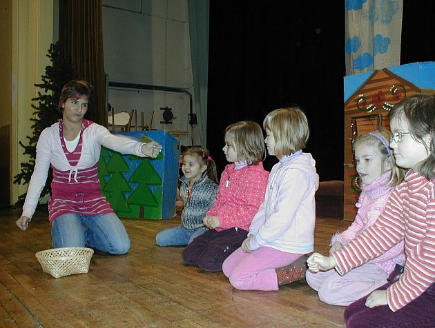 Roli herců si mohli vyzkoušet i dětští diváci, kteří v sobotu navštívili dvě divadelní představení novojičínského SVČ Fokus.