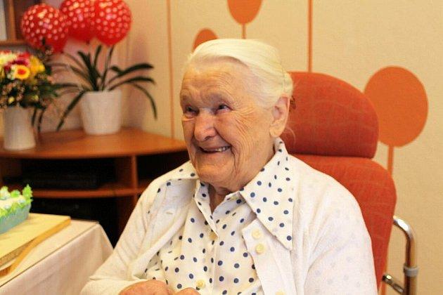 Sto let oslavila v úterý 14. února v Domově Příbor Anna Rutová. Mezi oslavenci nechyběli ani její dva nejmladší vnukové Daniel a Tomáš Šulcovi.