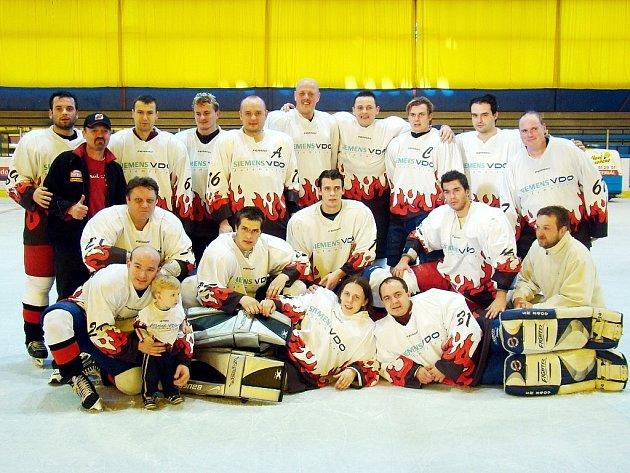 Loňští vicemistři HC Siemens na amatérském mistrovství ČR, kteří v té době získali třetí medaile ze čtvrtého šampionátu.
