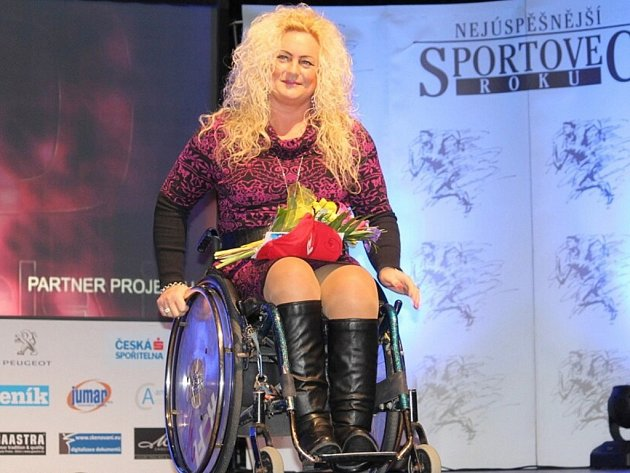 Absolutní vítězka. Lukostřelkyně Lenka Kuncová převzala v novojičínském Beskydském divadle ocenění nejúspěšnější sportovkyně loňského roku.