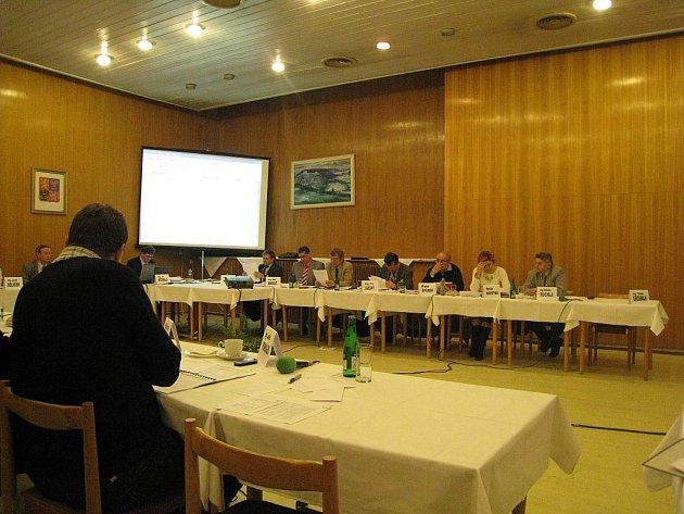 Hodně kritická slova zazněla na adresu společnosti Sportovní areály Studénka (SAS) na nedávném zasedání zastupitelstva ve Studénce.