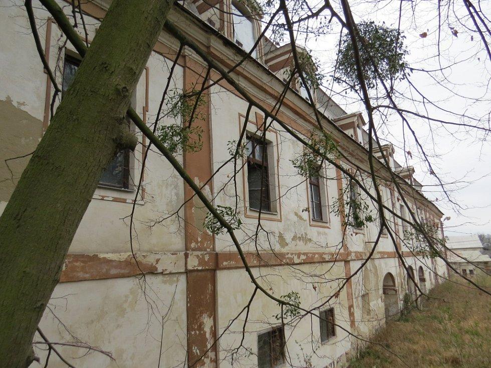 Zámecký areál v Bravanticích byl podle památkářů nádherný. Tvořil jej nový a starý zámek, barokní most, zahrady a hospodářské objekty.