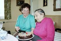 Nejstarší občanka Loun Jarmila Vojtová, ktreá oslavila sto let, pochází z Frenštátu pod Radhoštěm.