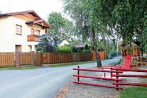 Dětský koutek stojí přes ulici naproti domu Zdeňka Geryka.