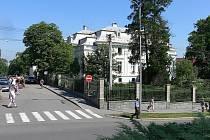 Secesní vilu na okraji Husovy ulice v Novém Jičíně dnes znají zejména obyvatelé Nového Jičína jako městskou knihovnu.
