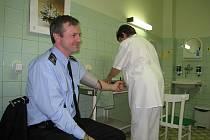 Policisté darovali krev v novojičínské nemocnici.