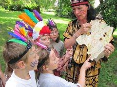 Závišičtí předškoláci strávili den i noc jako Indiáni.