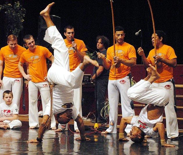 Rychle se šířící bojové umění capoeira se již natrvalo usadilo také v České republice. Po Liberci, Mladé Boleslavi, Brně, Opavě a Olomouci má svou základnu také v Novém Jičíně.