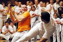 Rychle se šířící bojové umění capoeira se již natrvalo usadilo také v České republice. Po Liberci, Mladé Boleslavi, Brně, Opavě a Olomouci má svou základnu také v Novém Jičíně, kde klub funguje již sedmým rokem.