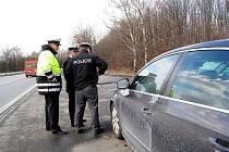 Dvě vozidla dálniční policie pomáhala novojičínským policistům ve středu i v předešlých dnech při kontrole dodržování předepsané rychlosti na Novojičínsku. Kontorly mají trvat až do neděle.