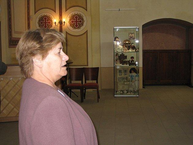 Jan Růžičková si pro svět svých panenek vybrala kostel svatého Josefa ve Fulneku.
