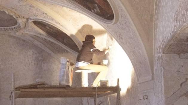 Restaurátorské práce v klášteře.