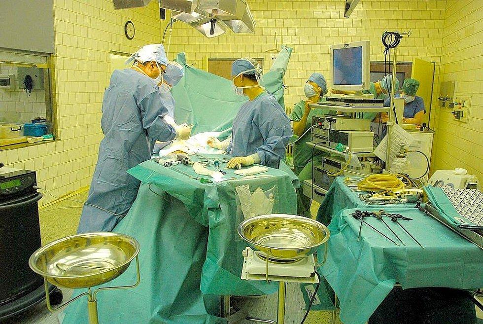 V Novém Jičíně operují karcinom jícnu šetrnou laparoskopickou metodou.