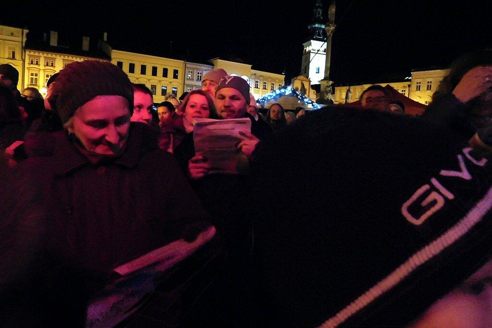 V Novém Jičíně se sešel dav čítající okolo šesti stovek lidí.