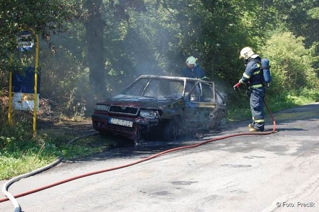 I přes zásah hasičů zůstal z felicie jen ohořelý vrak