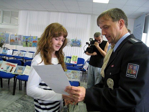 Vítězové jednotlivých kategorií se sešli v pátek 19. června v sále budovy územních odborů Nový Jičín, aby si převzali diplomy a věcné ceny za své kresby.