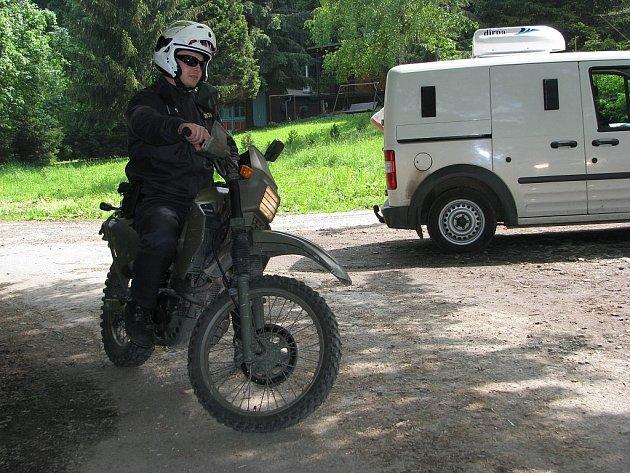 Na motoristy prohánějící se po lesích se v neděli 25. května odpoledne zaměřili policisté.