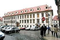 Výstava věnovaná značce Tatra bude v budově Senátu ČR k viděn až do poloviny října.