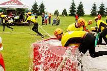 Voda v nebi, voda v nádržích, voda stříkaná na terč. Vody si prostě hasiči užili až až.