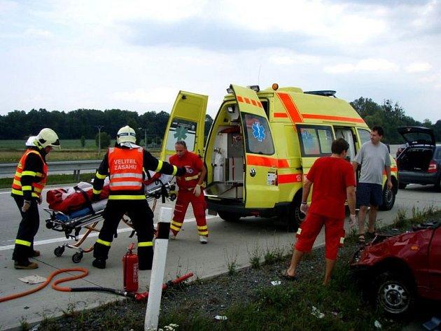 V pátek odpoledne zasahovaly dvě jednotky hasičů u dopravní nehody osobního automobilu Škoda Felicia na 340. kilometru dálnice D1 ve směru na Ostravu.