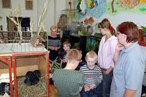 Příborská Základní škola Dukelská obhájila mezinárodní titul Ekoškola, které uděluje sdružení Tereza. Enviromentálních výchova se zde promítá do výuky všech předmětů, zároveň se žáci účastní mnoha soutěží s ekologickou tématikou.