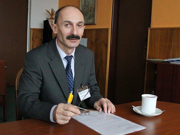 Ředitel školy Bohumír Kusý.