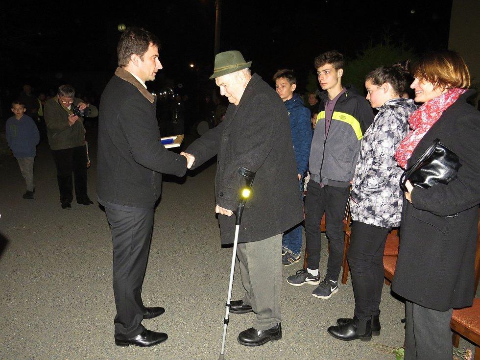 Dekret o čestném občanství převzal v pondělí 28. října od zástupců obce Libhošť místní občan Oldřich Sobek