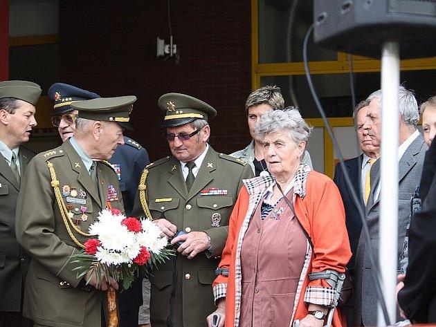 Nový Jičín si v úterý 7. května připomněl 68. výročí konce druhé světové války a zároveň nedožité sté narozeniny generála Jaroslava Hlaďa, novojičínského rodáka.