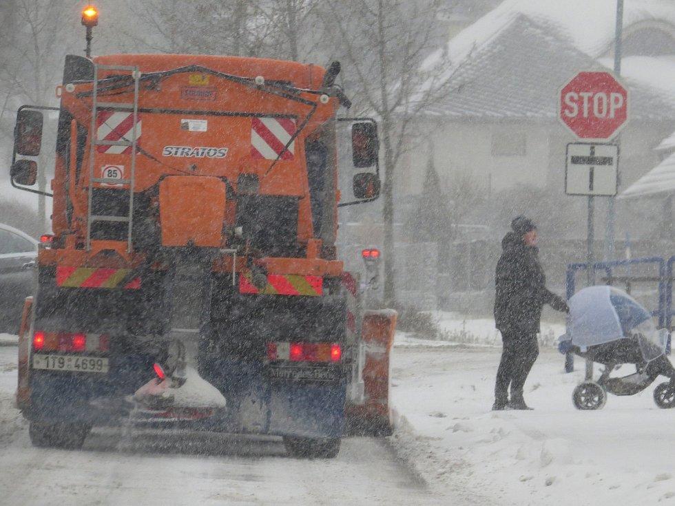 Očekávané sněžení dorazilo také do Nového Jičína.
