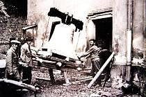 ZVONY se začátkem století ve zvonici na dlouho neohřály. Snímek je z října roku 1930.