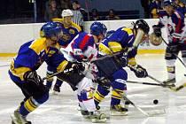 Nedělní večer okořenilo na zimním stadionu v Novém Jičíně hokejové derby krajské ligy mužů mezi odvěkými rivaly, Novým Jičínem a Kopřivnicí.