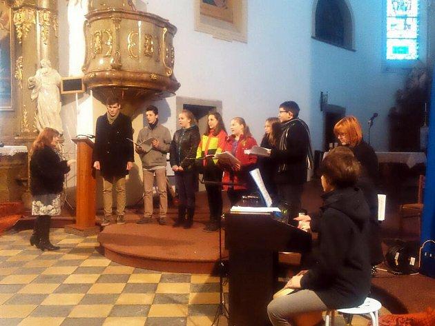 První adventní koncert tradičně pořádaný Asociace rodičů a přátel zdravotně postižených dětí v ČR, Klubem Zvoneček v Odrách.