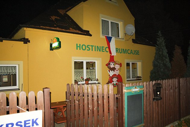 Jednu zvolebních uren vDětmarovicích voliči našli ivprostorách místní hospůdky URumcajse.