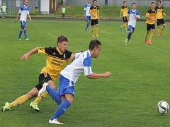 Kapitán novojičínského staršího dorostu Marek Staněk (vpravo) dostával v závěru loňské sezony příležitost také v základní sestavě divizního A týmu.