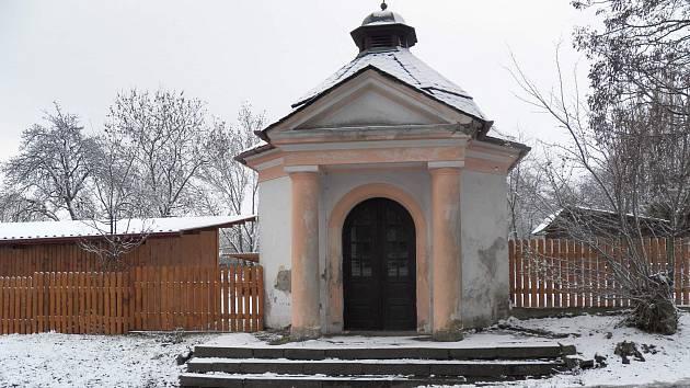 Kapli ve Vésce Úřad pro zastupování státu ve věcech majetkových prodal soukromé osobě.